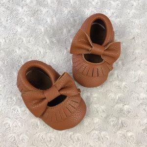 De Le Bao Baby Shoes Fringe Moccasins Bow Brown